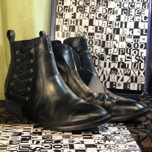 BORN leather Dayle laced up black size 8 boots.